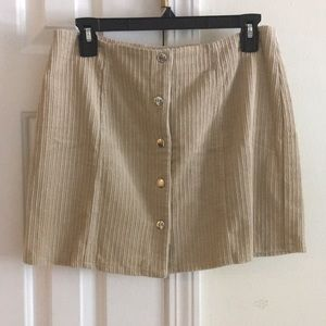 Trendy tan skirt